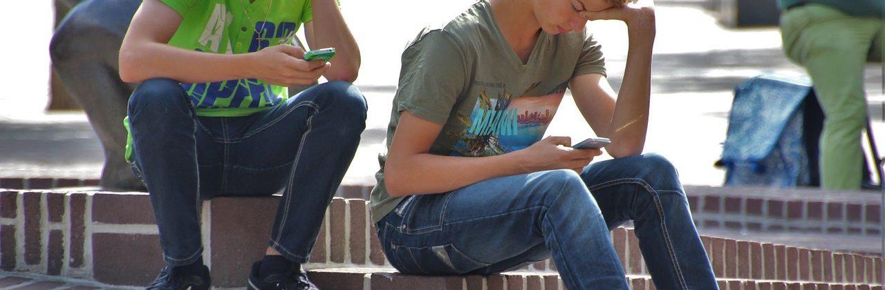 REDES SOCIALES EN NIÑOS Y ADOLESCENTES.